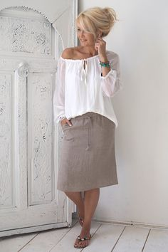 undefined - my Style Middle Age Fashion, Fashion For Women Over 40, 50 Fashion, Fashion Outfits, Mom Outfits, Skirt Outfits, Spring Outfits, Casual Outfits, Linen Skirt