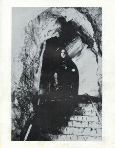 http://www.mediafire.com/download/19g5ct0g72718xm/Prd4.rar Petrified 'zine, issue 4 (winter 1996) Interviews: Abruptum Vond/Mortiis Abigor Gehenna Naglfar Darkwoods My Betrothed December Wolves Tormentor (hun) Desaster Monumentum Marduk Ahriman Lord of Depression Swordmaster Dimmu Borgir Einherjer Thy Serpent Black Funeral Everdark Sorhin Helheim Emperor (Samoth) Covenant Aeternus Darkthrone