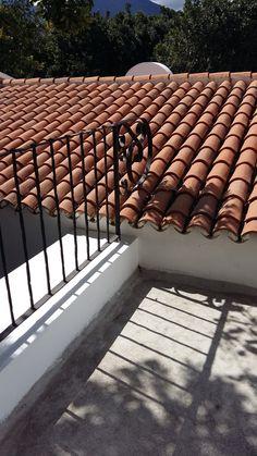 Remate de baranda y techo con teja. Tuile, Decoration, Stairs, Exterior, Homes, Home Decor, Verandas, Balconies, Terrace