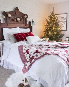 Because every holiday season needs a cozy bedroom to relax in  #CLChristmasTour (: @shadesofblueinteriors) #christmastree by countrylivingmag
