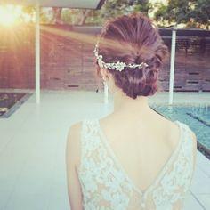 背中がVに開いたドレスに合わせて、 ヘアのシルエットも、シニオンをコンパクトにして下を小さく、逆三角ラインにしました👑 #wedding #weddingphoto #weddingdress #bridal #beauty #happy #novarese #carolinaherrera #キャロリーナヘレラ #ウェディング #ウェディングドレス #ヘアメイク #ヘアアレンジ #ビューティー #前撮り #撮影 #花嫁 #プレ花嫁 #結婚 #2017春婚 #ノバレーゼ#ジェームス邸 #paradisewest
