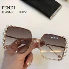 Glasses Frames Trendy, Nice Glasses, Cute Sunglasses, Sunglasses Women, Lunette Style, Indian Jewelry Sets, Fashion Eye Glasses, Eyeglasses, Eyewear