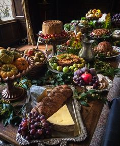 Party food meat - Food stylist reveals the agony of recreating feast for Poldark – Party food meat Medieval Banquet, Medieval Party, Medieval Wedding, Wiccan Wedding, Party Food Meat, Food Food, Food Game, Meat Food, Hobbit Party