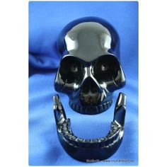 Black obsidian skull with removable jaw (3.3kg)