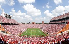 University of Oklahoma Sooner football games are thrilling in Norman, Oklahoma.