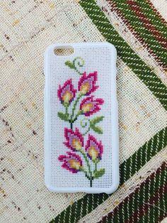 Alıntı Cross Stitch Art, Cross Stitch Flowers, Cross Stitch Patterns, Crochet Case, Crochet Phone Cases, Diy Case, Diy Phone Case, Learn Embroidery, Hand Embroidery
