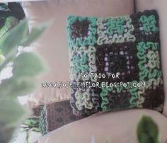 Hoje tem Flor !!!: Almofada em crochê com gráfico ( ponto labirinto ) Wiggly Crochet, Knitting, Futons, Pattern, Crocheting Patterns, Maze, Farmhouse Rugs, Flower, Mosaics