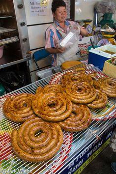 Sai Ua La Wan (ร้านไส้อั่วลาวัลย์) - Sausage in Chiang Mai - http://www.eatingthaifood.com/2014/08/sai-ua-chiang-mai-sausage/