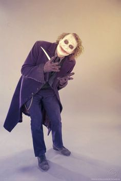 """30 Photo's Of Heath Ledger In Full Joker Costume During A Photo-Shoot For The Cinematic Classic """"The Dark Knight"""". This Is Treasure People. Joker Photos, Joker Images, Heath Ledger Joker, Der Joker, Joker Art, The Dark Knight Trilogy, Batman The Dark Knight, Harley Quinn Cosplay, Joker And Harley Quinn"""