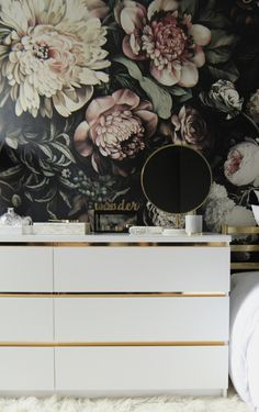 Malm Vintage Style Gold Dresser This is a DIY that I wanted to do a long time ago, since I saw a gorgeous vintage credenza with gold accents in a nursery. I have been looking for a similar one for a long time but couldn't find any http://www.ikeahackers.net/2016/11/malm-vintage-style-gold-dresser.html