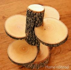 DIY Rustic cupcake display stand from branch and log slices. Wedding Table Centres, Wedding Table Centerpieces, Wedding Decorations, Table Decorations, Wood Crafts, Diy And Crafts, Wood Slice Crafts, Diy Wood, Rustic Cupcakes