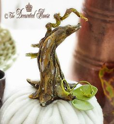 See how easy it is make your own pumpkin stems! You can make them straight, twisted or a bit whimsical to make your pumpkins special! by The Decorated House :: How to Add a Pretty DIY Stem to Your Velvet and Faux Pumpkins Faux Pumpkins, Velvet Pumpkins, Fabric Pumpkins, Halloween Pumpkins, Sweater Pumpkins, White Pumpkins, Pumpkin Stem, Diy Pumpkin, Pumpkin Crafts