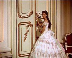 Sissi vond het zo bijzonder in Schonbrunn de deurklinken vast te houden en te bedenken om daar in een geweldige jurk te staan.
