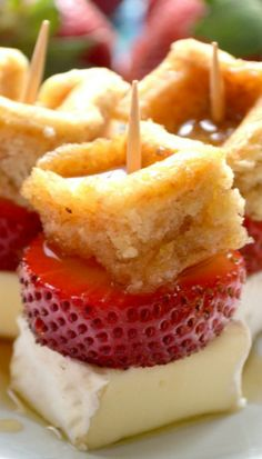 Strawberry-Brie Waffle Bites - whipped up with waffle pieces. Appetizers For Party, Appetizer Recipes, Wine Recipes, Cooking Recipes, Tapas, Delicious Desserts, Yummy Food, Sandwiches, Appetisers