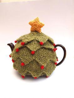Christmas Tea Cozy by Sue Stratford - Digital Version Tea Cosy Knitting Pattern, Tea Cosy Pattern, Love Knitting, Knitting Patterns Free, Crochet Patterns, Finger Knitting, Scarf Patterns, Stitch Crochet, Crochet Geek