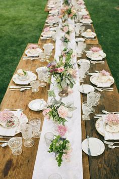 A beautifully rustic tea party table setting. Rustic Tea Party, Tea Party Table, Tea Party Wedding, Tea Party Birthday, Wedding Summer, High Tea Wedding, Trendy Wedding, Wedding Rustic, Rustic Garden Party