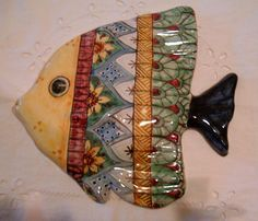 Pesce murale in maiolica.Realizzato e dipinto a mano.Decoro Geo/ Floris. Italy