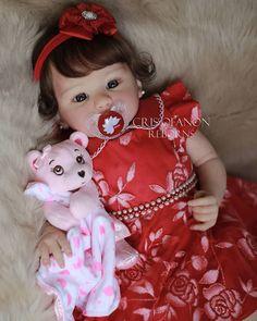 """Bebês Reborn por Cris Ofanon on Instagram: """"Bom dia com essa """"itimalia"""", minha criação, bebê Milena. 👶🏻 Disponível sob encomenda. . 💖 Bebês Reborn lindos, realistas e autênticos, com…"""" Reborn Toddler Dolls, Newborn Baby Dolls, Reborn Dolls, Reborn Babies, Floral Nikes, Baby Binky, Carters Baby, Cute Dolls, Beautiful Children"""