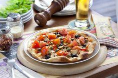 One of E Birra's delicious Italian Pizza, Alla Puttanesca.