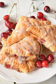 Cherry Turnovers{With Puff Pastry} - Savory Bites Recipes . Dessert / Sweets Recipes - Cherry Turnovers{With Puff Pastry} - Savory Bites Recipes . Empanadas, Homemade Cherry Pies, Homemade Pie, Sweets Recipes, Cooking Recipes, Easy Recipes, Cherry Turnovers, Pepperidge Farm Puff Pastry, Turnover Recipes