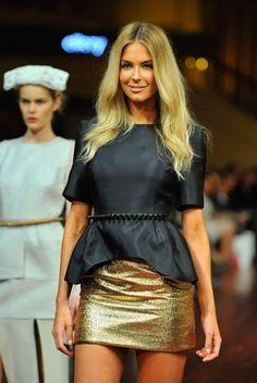Blusa preta e saia dourada.  http://this-isgold.tumblr.com