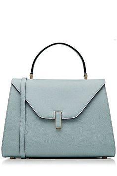 Für Lady-Chic mit italienischem Twist: die taubenblaue Handtasche aus exquisitem Leder von Valextra #Stylebop