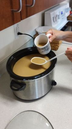 Starbucks pumpkin spice latte clone in a crock pot.