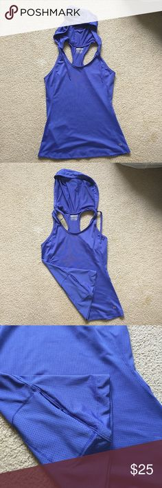 Workout Tank W/Hoodie And Pockets, Sizs S Pre-loved but in great condition. No defects, no stains, and no rips. Super nice quality workout tank! Quick dry layer 8 Tops Tank Tops