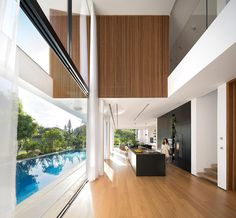 Rishon LeZion House is a single-family house designed by Shachar Rozenfeld Architects, an Israeli studio founded in 2009 L Shaped House, Best Interior Design, Interior Modern, House 2, Open Plan, Cool Furniture, Furniture Upholstery, Furniture Design, Interior Architecture
