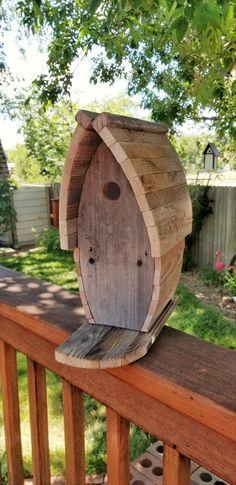 Wooden Bird Houses, Bird Houses Painted, Bird Houses Diy, Wood Bird Feeder, Bird House Feeder, Bird Feeders, Bird Bath Garden, Diy Garden, Metal Garden Art