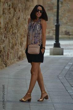 Print serpiente 1-9-2014 #kissmylook Blusa de OASAP shorts negros de Mango sandalias doradas de Zara