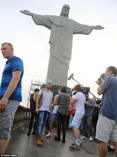 One Direction visit tourist site in Brazil One Direction Liam Payne, One Direction Updates, Members Of One Direction, Christ The Redeemer Statue, Tourist Sites, Beautiful Boys, Edward Styles, Brazil, Angels