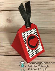 Stampin Up Valentine Triangle Box designed by demo Beth McCullough. Please see more card and gift ideas at www.StampingMom.com #StampingMom #cute&simple4u