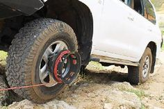 The Bush Winch: It Can Always Help Your Car Get Out of Difficult Situations! (Video)
