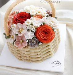 Flower Basket.. Made by G.G.cakraft. - #flowercake #koreanflowercake flowercake #buttercream #buttercreamflowers #koreanbuttercreamflower #transparentbuttercream #hkfoodie #flowercupcakes #flowercakeclass #buttercreamflowercakes #glossybuttercream #decorationcake #baking #cake #ggcakraft #지지케이크 #지지케이크라프트 #플라워케이크 #투명버터크림 #버터플라워케이크 #버터크림 #韩式裱花 #裱花 #花 #花ケーキ #ケーキ #蛋糕 #cakebungas