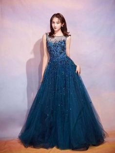 Welcome to the world of Jenny Packham. Explore the latest Bridal & Ready to wear Collections, Runway Shows, Celebrities, The White Carpet, Events and more. Korean Beauty Girls, Korean Girl Fashion, Nice Dresses, Girls Dresses, Formal Dresses, Party Gowns, Beautiful Gowns, Western Outfits, Stylish Outfits
