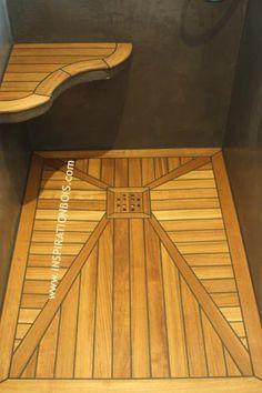 Douche italienne en Teck pont de bateau fabriquée sur mesure.  Teak shower pan custom made to size, as a yacht decking.