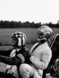 """Jack Nicholson and Peter Fonda in """"Easy Rider"""", 1969 (Saw the bikes from this movie in Wisconsin at the Harley Davidson Museum) Motos Vintage, Vintage Motorcycles, Jack Nicholson, Bobber, Comic Cat, Hd Vintage, Vintage Biker, Pier Paolo Pasolini, Foto Poster"""