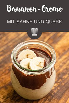 Banana cream with curd cheese and Bananen-Creme mit Quark und Sahne This delicious dessert is the perfect leftovers for overripe bananas and can be prepared super quickly. Köstliche Desserts, Healthy Dessert Recipes, Chocolate Desserts, Dessert Food, Dinner Recipes, Banana Design, Banana Cream, Snacks, Healthy Meal Prep