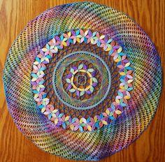 Superbe napperon multicolore                                                                                                                                                                                 Plus