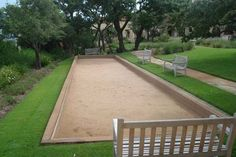 How to build a bocce ball court for your own yard! Rollin' in style! :)