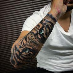 Tiger tattoo design shoulder - really amazing tiger tattoos for men . - Tiger tattoo design shoulder – really amazing tiger tattoos for men and women – tiger tattoo de - Tiger Forearm Tattoo, Mens Tiger Tattoo, Tiger Eyes Tattoo, Animal Sleeve Tattoo, Lion Tattoo Sleeves, Tiger Tattoo Design, Forearm Sleeve Tattoos, Best Sleeve Tattoos, Sleeve Tattoos For Women