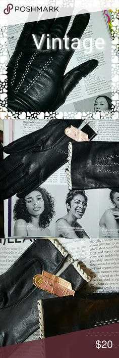VTG Black leather gloves 7 Black leather trimmed in white and with a whip Stitch. Vintage . True to size. Miss Aris Vintage Accessories Gloves & Mittens