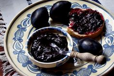 Magiun de prune Romanian Desserts, Romanian Food, Chocolate Fondue, Preserves, Pickles, Acai Bowl, Gem, Breakfast, Recipes