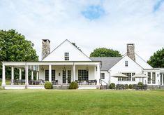 White farmhouse 🙌 via country home exteriors, country White Farmhouse, Modern Farmhouse, Modern Country, Country Home Exteriors, House Exteriors, Country Houses, Real Estate Buyers, Facade House, House Facades