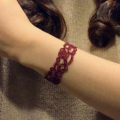 107 отметок «Нравится», 7 комментариев — Kimberly (@mad_tatter_by_thekimandi) в Instagram: «Making roses bloom with my tatting!  #bracelet #roses #flower #burgundy  #blooming #bloom #rose…»