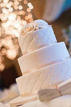 White diamond: An elegant wedding with a hint of rustic charm. #weddingcakes #weddingideas
