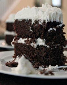 Paleo Chocolate Cake Recipe with Coconut Flour {The very best! This paleo chocolate cake recipe uses mostly coconut flour Low Carb Sweets, Gluten Free Sweets, Gluten Free Cakes, Paleo Dessert, Gluten Free Baking, Low Carb Desserts, Healthy Sweets, Just Desserts, Delicious Desserts