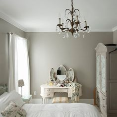 Want to create a romantic bedroom? These romantic bedroom ideas are full of easy-to-recreate decorating tips and design ideas Bedroom Paint Colors, Gray Bedroom, Home Bedroom, Modern Bedroom, Bedroom Decor, Master Bedroom, Calm Bedroom, Bedroom Ideas, Bedroom Vintage