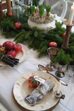:)) (Lantliv i Norregård) Christmas Table Settings, Christmas Tablescapes, Christmas Table Decorations, Holiday Tables, Decoration Table, Noel Christmas, Country Christmas, All Things Christmas, Winter Christmas